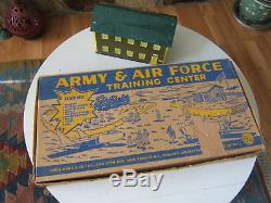 Le Jeu De Jeu Du Centre De Formation De L'armée De Terre Et De L'armée De Terre Des Millésimes 1950 N'est Pas Terminé