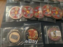 Lot De 41 Coins Défi Militaire / Médailles Force De L'armée-marine-air Et Des Pièces Universelles