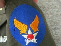 Officiers Us Army Air Force Veste En Laine Seconde Guerre Mondiale Et Un Pantalon Rose Attribuée